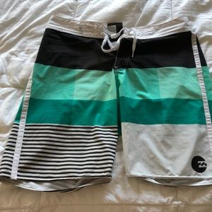 Billabong boardshorts size 34
